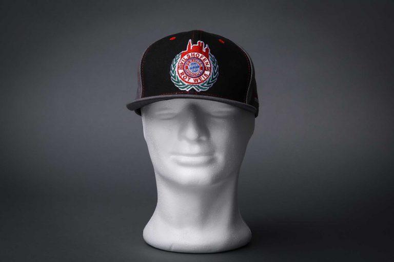 Caps und Snapback besticken, bedrucken oder nähen lassen