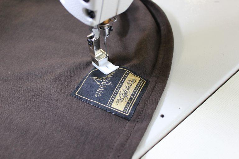 Individueller Labelservice, gewebte Label anbringen